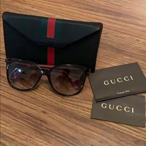 Authentic Gucci Black Sunglasses Green Red Temples
